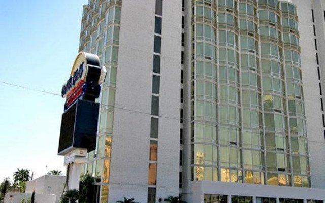 Отель Clarion Hotel and Casino Near Las Vegas Strip США, Лас-Вегас - отзывы, цены и фото номеров - забронировать отель Clarion Hotel and Casino Near Las Vegas Strip онлайн вид на фасад