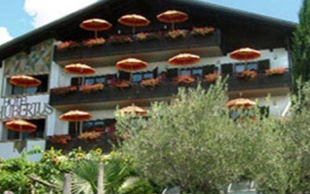 Hotel Garni Hubertus Меран вид на фасад