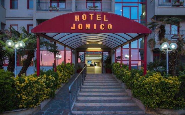 Отель JONICO Рим вид на фасад