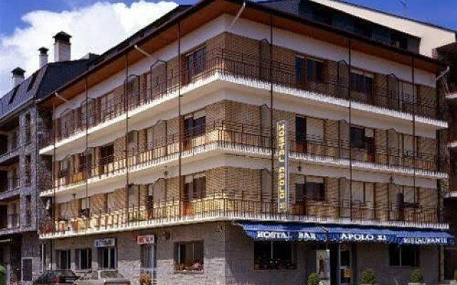 Отель Hostal Apolo XI вид на фасад
