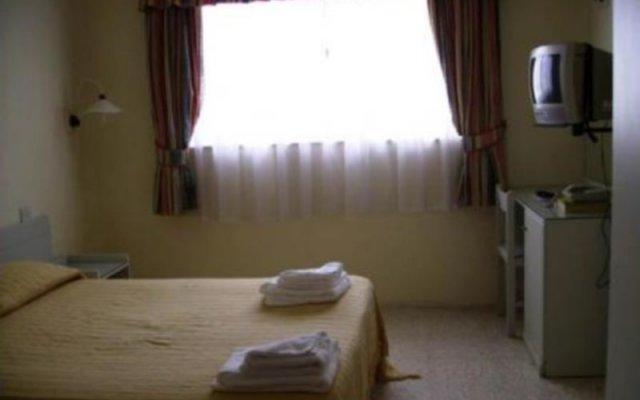 Отель Alfonso комната для гостей