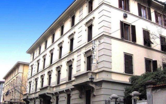 Hotel Lombardi вид на фасад