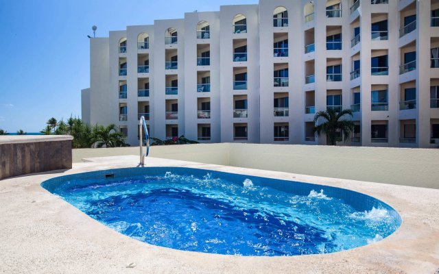 Aquamarina Beach Hotel бассейн