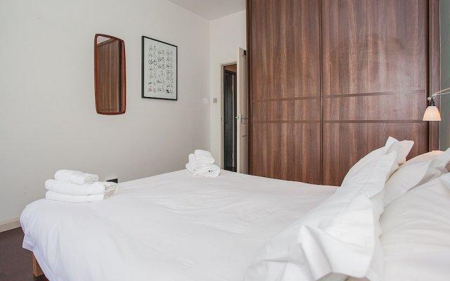 Апартаменты Stylish 1 Bedroom Apartment Near Kings Cross комната для гостей