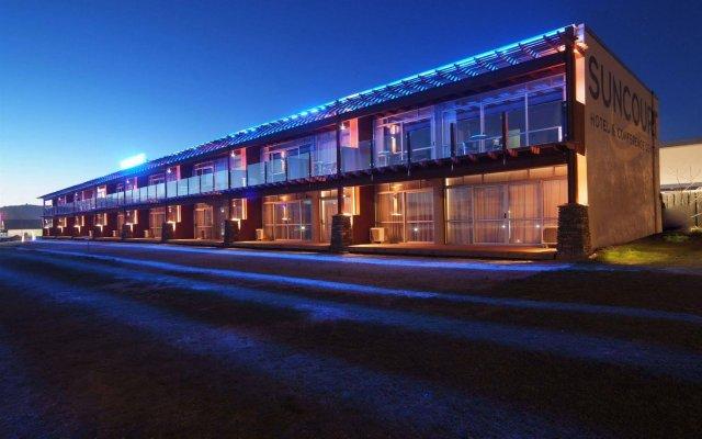 Suncourt Hotel & Conference Centre вид на фасад
