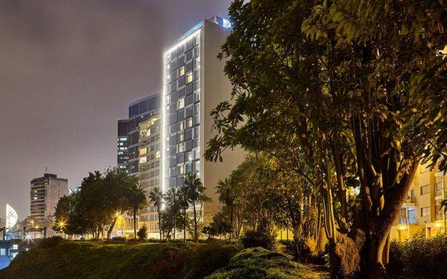 Отель AC Hotel by Marriott Lima Miraflores Перу, Лима - отзывы, цены и фото номеров - забронировать отель AC Hotel by Marriott Lima Miraflores онлайн вид на фасад