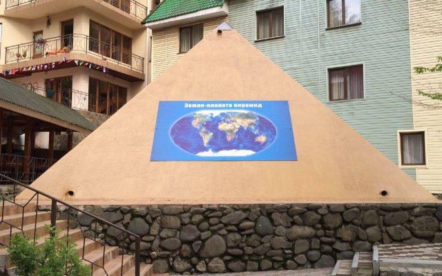 Гостиница Пирамида вид на фасад