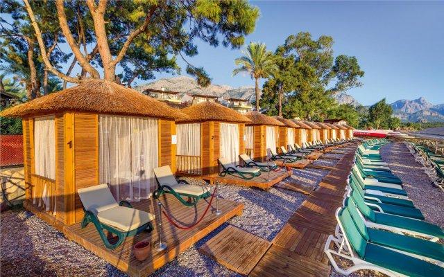 Отель Crystal Aura Beach Resort & Spa – All Inclusive вид на фасад