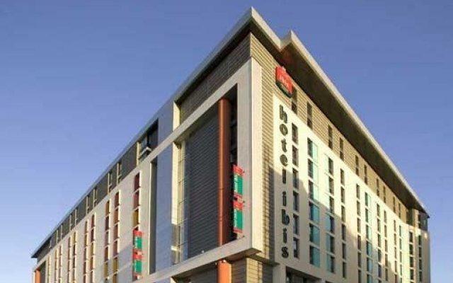 Отель ibis London Excel Docklands Великобритания, Лондон - отзывы, цены и фото номеров - забронировать отель ibis London Excel Docklands онлайн вид на фасад
