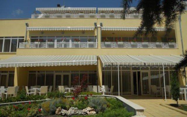 Glicinia Hotel вид на фасад