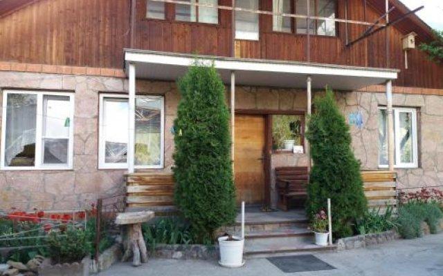 Гостиница Dom U Gornoy Reki в Теберде отзывы, цены и фото номеров - забронировать гостиницу Dom U Gornoy Reki онлайн Теберда вид на фасад