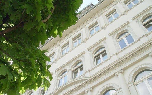 Отель Holiday Inn Dresden - Am Zwinger вид на фасад