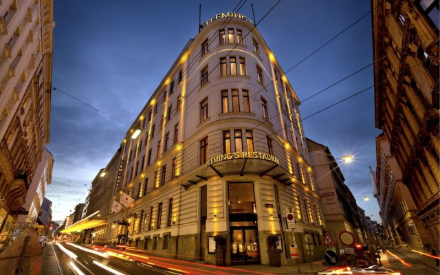 Fleming's Selection Hotel Wien-City вид на фасад