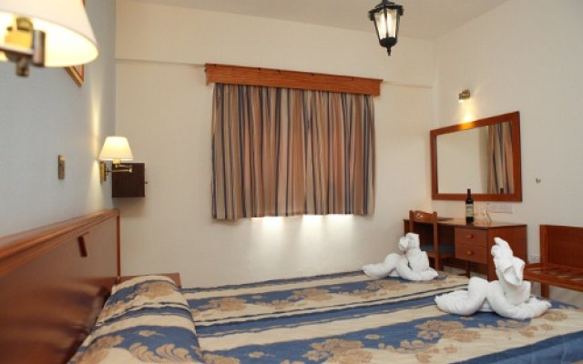Kefalos - Damon Hotel Apartments Пафос сейф в номере