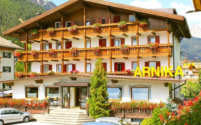 Hotel Arnika Долина Валь-ди-Фасса вид на фасад