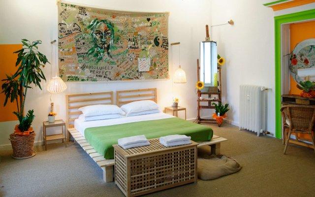 Отель INNperfect Suite комната для гостей