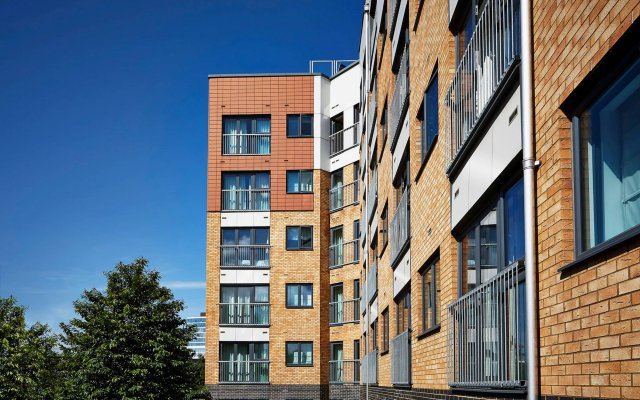 Апартаменты Marlin Apartments Stratford вид на фасад