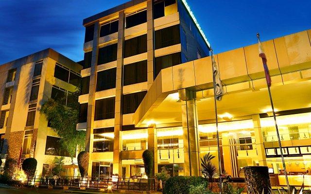 Отель The Ritz Hotel at Garden Oases Филиппины, Давао - отзывы, цены и фото номеров - забронировать отель The Ritz Hotel at Garden Oases онлайн вид на фасад