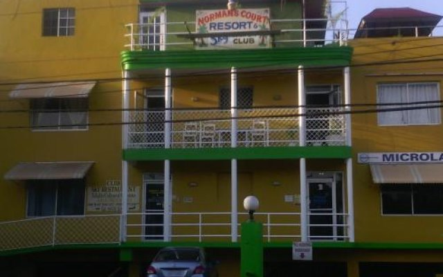 Отель Norman's Court Resort & Sky Restaurant Club Ямайка, Монтего-Бей - отзывы, цены и фото номеров - забронировать отель Norman's Court Resort & Sky Restaurant Club онлайн вид на фасад