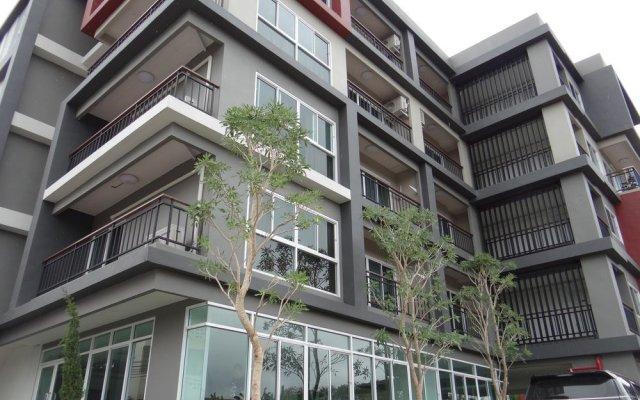 Отель Infinity Holiday Inn Бангкок вид на фасад