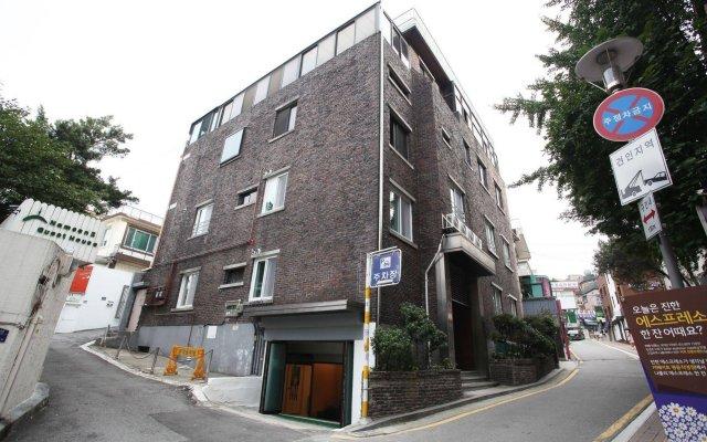 Отель Namsan Guest House 2 вид на фасад