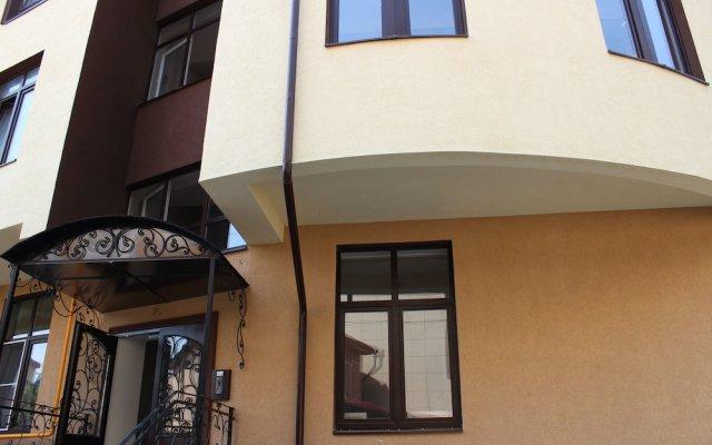 Апартаменты Apartment on Demokraticheskaya 34 вид на фасад