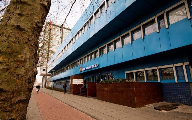 Отель Best Western Plus Blue Square Нидерланды, Амстердам - 4 отзыва об отеле, цены и фото номеров - забронировать отель Best Western Plus Blue Square онлайн вид на фасад