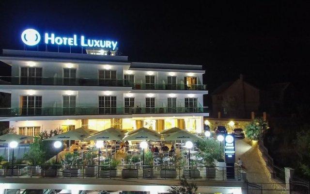 Hotel Luxury вид на фасад
