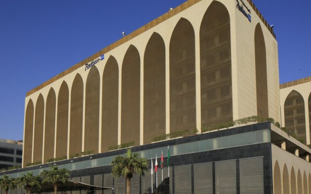 Radisson Blu Hotel, Riyadh вид на фасад