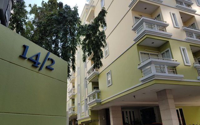 Отель 14 Place Sukhumvit Suites Бангкок вид на фасад