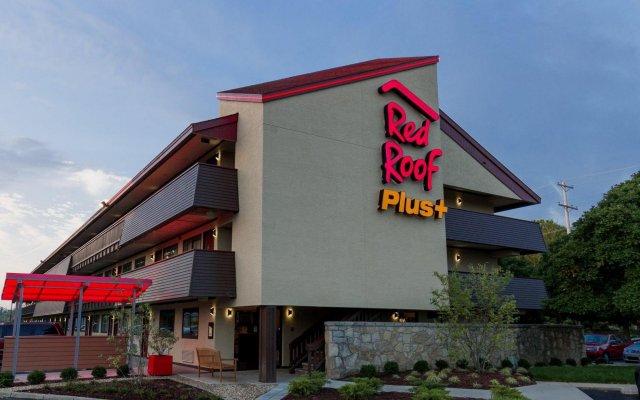 Отель Red Roof Inn PLUS+ Columbus-Ohio State University OSU США, Колумбус - отзывы, цены и фото номеров - забронировать отель Red Roof Inn PLUS+ Columbus-Ohio State University OSU онлайн вид на фасад