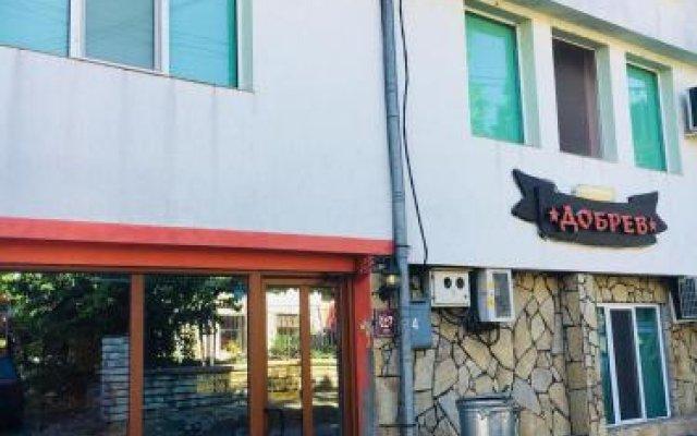 Отель Guest House Dobrev Болгария, Карджали - отзывы, цены и фото номеров - забронировать отель Guest House Dobrev онлайн вид на фасад