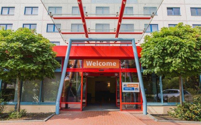 Отель a&o Berlin Kolumbus Германия, Берлин - 2 отзыва об отеле, цены и фото номеров - забронировать отель a&o Berlin Kolumbus онлайн вид на фасад