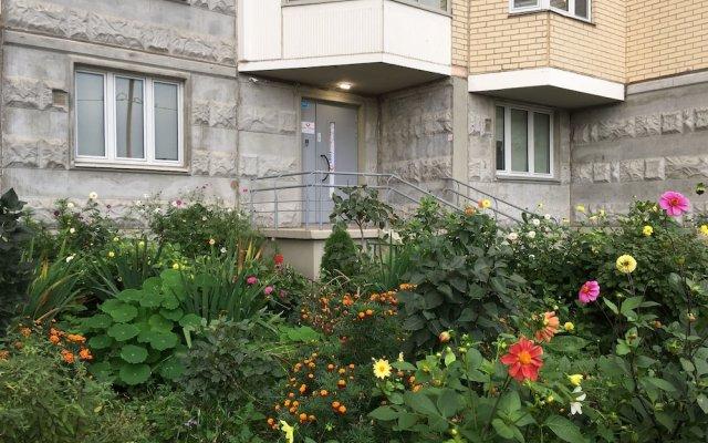 Lucky People Hostel вид на фасад