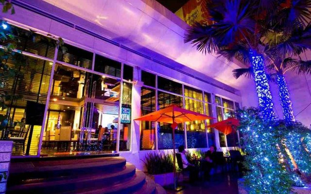 Отель FuramaXclusive Asoke, Bangkok вид на фасад