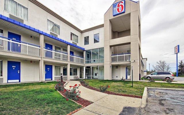 Отель Motel 6 Columbus West вид на фасад