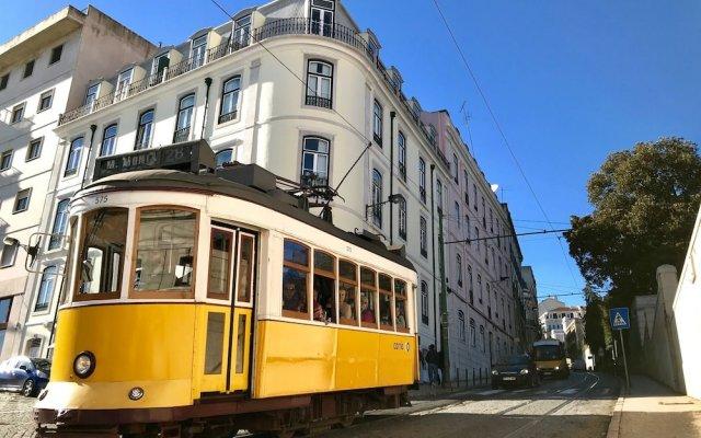 Отель Casa da Estrela Next to Tram28 Лиссабон вид на фасад