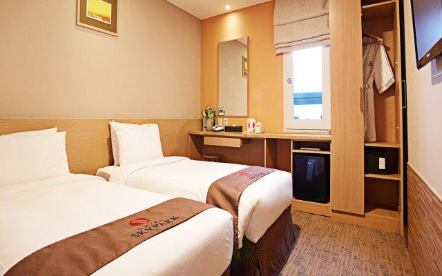 Отель Skypark Myeongdong 3 Сеул комната для гостей