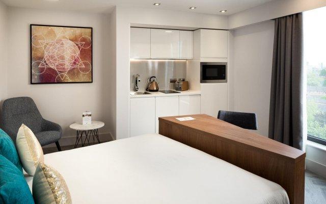 Отель Roomzzz London Stratford комната для гостей