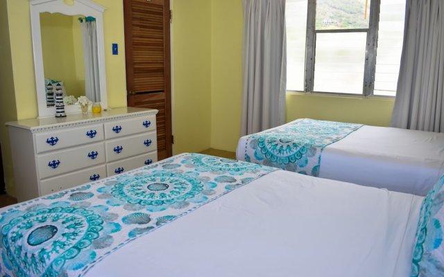 Catamaran Hotel Marina 1