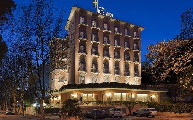 Отель Milton Rimini вид на фасад