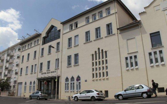 Отель Centre Jean Bosco Франция, Лион - отзывы, цены и фото номеров - забронировать отель Centre Jean Bosco онлайн вид на фасад