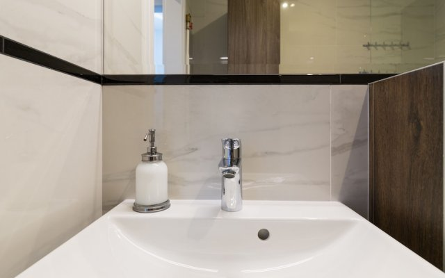 Отель Executive 3 Bedroom Apartament by Your F Польша, Варшава - отзывы, цены и фото номеров - забронировать отель Executive 3 Bedroom Apartament by Your F онлайн ванная