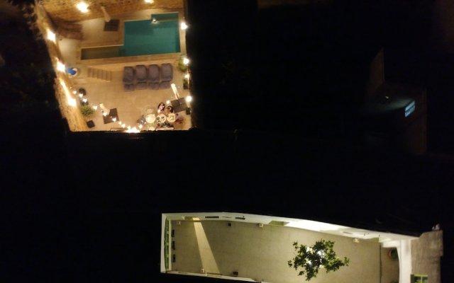 Отель Lemon Tree Bed & Breakfast вид на фасад