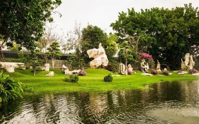Отель Bueng Bua Thong Resort