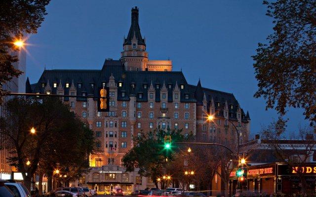 Отель Delta Hotels by Marriott Bessborough вид на фасад