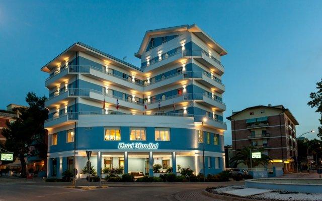 Hotel Mondial Порто Реканати вид на фасад