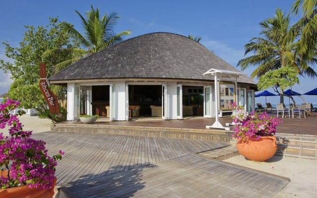 Отель Olhuveli Beach And Spa Resort вид на фасад