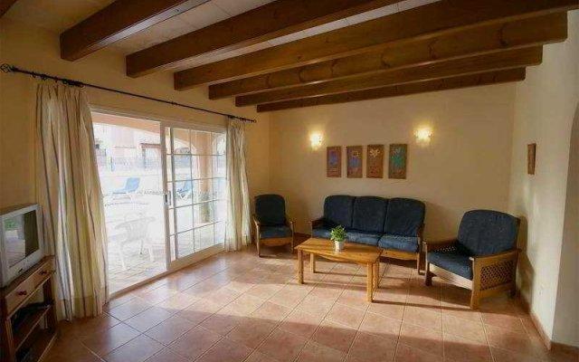 Отель Villas Zona Cala'n Blanes Кала-эн-Бланес комната для гостей