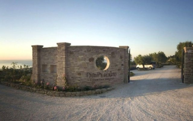 Отель Pamperduto Country Resort Потенца-Пичена вид на фасад